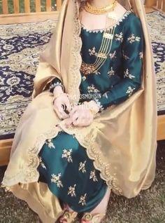 Pakistani Fashion Party Wear, Pakistani Formal Dresses, Shadi Dresses, Pakistani Wedding Dresses, Pakistani Dress Design, Indian Wedding Outfits, Pakistani Outfits, Indian Outfits, Black Bridal Dresses