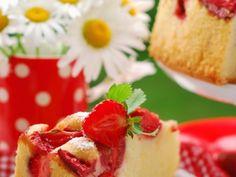 Reteta culinara Prajitura cu capsuni si frisca din Carte de bucate, Dulciuri. Specific Romania. Cum sa faci Prajitura cu capsuni si frisca