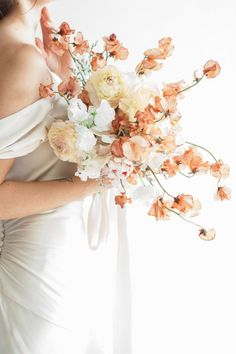 wonderful use of the palest peach and yellow hues in this bridal bouquet!
