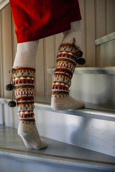 Syysunelma-villasukat Novita Nalle, Nordic Wool ja Nordic Wool Flow | Novita knits Cable Knit Socks, Knitting Socks, Crochet Slippers, Leg Warmers, Mittens, Flow, Knits, Knit Socks, Leg Warmers Outfit