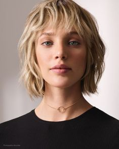 Best Bob Hairstyles & Haircuts for Women - Hairstyles Trends Medium Hair Cuts, Short Hair Cuts, Medium Hair Styles, Curly Hair Styles, Hair Short Bobs, Medium Bob Hairstyles, Hairstyles With Bangs, Short Shaggy Haircuts, Shaggy Short Hair