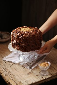 Chocolate Icing Recipes, Chocolate Cake Designs, Chocolate Drip, Best Chocolate Cake, Chocolate Treats, Beautiful Cakes, Amazing Cakes, Torta Ferrero Rocher, Sweets Recipes