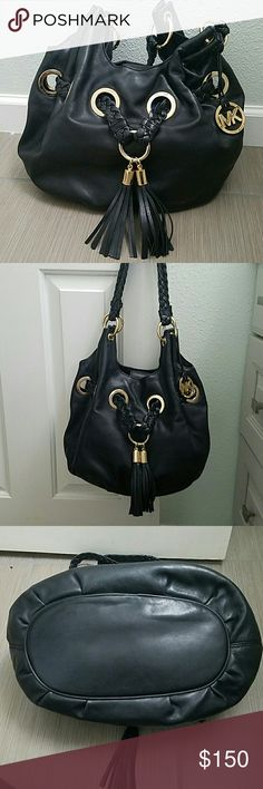 Authentic Michael Kors bucket bag Beautiful soft oversized leather bucket bag. Gold hardware, like new condition. Michael Kors Bags Shoulder Bags