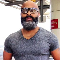 Top 4 : Best Beard Styles For Bald Men -very handsome and a delight to be with, I can imagine 1 215 823 I Love Beards, Black Men Beards, Handsome Black Men, Black Man, Awesome Beards, Bald With Beard, Bald Men, Beard Styles For Men, Hair And Beard Styles