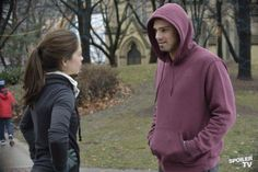 Vincent & Cat running together woot woot! Don't remember but i think this is a scene from 1x12 or 1x13 ;)