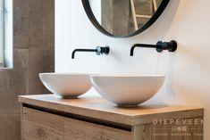 Bathroom Inspo, Bathroom Interior, Modern Vanity, Lego House, Apartment Interior Design, Modern Bathroom Design, Art Of Living, Bathroom Renovations, Small Bathroom