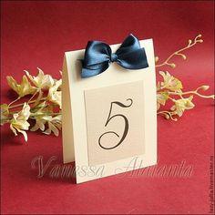 Номерки на столы с темно-синими бантиками - Юлия (Vanessa Atalanta) - Ярмарка Мастеров