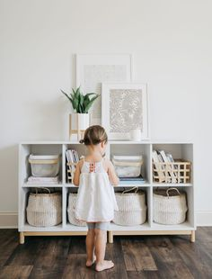 Why minimizing toys can encourage more creative play (and less stress) - everydaymamas - Why minimizing toys can encourage more creative play (and less stress) gorgeous playroom, minimizing toys creates a clutter free space and encourages creative play - Playroom Design, Playroom Decor, Baby Room Decor, Pottery Barn Playroom, Kids Playroom Storage, Living Room Toy Storage, Children Playroom, Small Playroom, Ikea Toy Storage