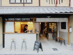 Interior Decorating Plans for your Home Bar Japanese Coffee Shop, Small Coffee Shop, Coffee Store, Cafe Shop Design, Cafe Interior Design, Coffee Stands, Cozy Cafe, Small Cafe, Coffee Design