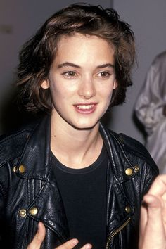 Winona Ryder's Beauty Looks Are The Only Beauty Inspo You Need - Popular 90s Grunge Hair, Short Grunge Hair, Grunge Makeup, Short Hair Cuts, Short Hair Styles, Grunge Outfits, Grunge Haircut, Style Grunge, Grunge Look