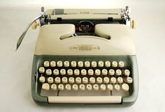 Voss Deluxe Typewriter duotone greencream par NeOld sur Etsy, $268.00