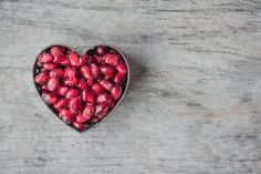 Free Silver Heart Bowl Filled Of Red Pomegranate Seeds Photo Weight Loss Tea, Fast Weight Loss, How To Lose Weight Fast, Lost Weight, Reduce Weight, Galette Complete, So Girly Blog, Heart Healthy Diet, Healthy Sleep