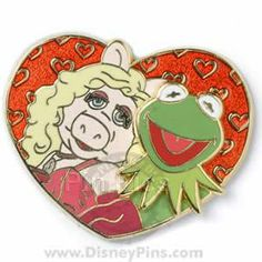 I would give my left hind foot for this 2009 UK disney pin Disney Food, Walt Disney, Disney Pins For Sale, Disney Cats, Miss Piggy, Pin Pics, Disney Trading Pins, Classic Cartoons, Disneybound