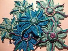 Irish Crochet Lab is a detailed online course of how to make Irish Crochet Lace. It includes detailed written instructions, patterns, and video tutorials. Crochet Brooch, Freeform Crochet, Crochet Motif, Crochet Lace, Free Crochet, Yarn Flowers, Knitted Flowers, Crochet Flower Patterns, Russian Crochet