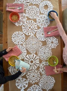 DIY: snowflake table runner