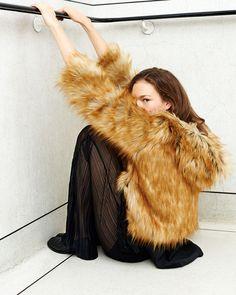 Spanish fashion brand Zara is fully prepared for the cold weather season with… Fashion Images, 70s Fashion, Fashion Brand, Winter Fashion, Zara United Kingdom, Zara United States, Zara Portugal, Cat City, Pretty Photos