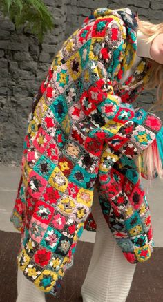 Boho Crochet, Crochet Coat, Crochet Jacket, Crochet Granny, Crochet Fashion, Crochet Clothes, Granny Square Sweater, Sunburst Granny Square, Square Skirt