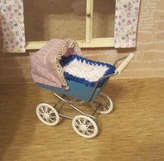 für Puppenstube / Puppenhaus / alter Puppenwagen / Puppenstubenwagen
