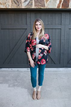 Beauty and the blooms! We love your Stitch Fix maternity look, Stitch Fix Outfits, Kimono Fashion, Fashion Outfits, Fashion Tips, Fashion Trends, Night Outfits, Fashion Bloggers, Fall Fashion, Style Fashion