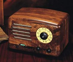 The R601P is a modern tube amplified table radio, priced at a quite reasonable $369. It stands apart from most modern 'retro style' audio gear, which often provides little more than a cut-rate transistorized AM/FM/CD/Cassette mechanism stuffed into a tacky wooden case.