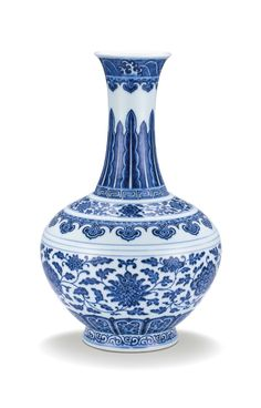 A fine blue and white Ming-style bottle vase, seal mark and period of Qianlong (1736-1795)