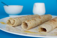 Simple Vegan Crepes with cinnamon sugar, lemon juice and syrup. Perfect for breakfast or as a delicious dessert. Coconut Pancakes, Pancakes And Waffles, Delicious Vegan Recipes, Delicious Desserts, Yummy Food, Vegan Sweets, Vegan Desserts, Crepes Rellenos, Vegan Crepes