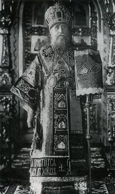 Patriarch Tikhon captained the ship of the Church through the bloody storm of anti-ecclesiastical persecution inspired by the godless leaders of the communist regime, who had seized power in much-suffering Russia. Costume Armour, Tsar Nicholas Ii, Russian Orthodox, Orthodox Christianity, Imperial Russia, Orthodox Icons, Persecution, Soviet Union, Priest