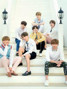 Suga, Jungkook, Jhope y V pónganse la mano en la gta, y los demás... apóyense en las piernas.