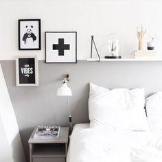 """sevencouches op Instagram: """"c h a n g e s ~ gm! veranderingen in de slaapkamer. de plank hing in de woonkamer, maar is nu naar boven verhuisd, de posters komen uit de advent calendar van @juniqeartshop. fijne dag vandaag! #interior #interiør #instahome #interieur #industrial #inspiration #interior123 #interior4all #inspointerior #interiordecor #interiorwarrior #inredninginspiration #home #house #homedecor #finahem #mitthjem #secondhand #simplicity #scandichome #scandinavian #showhometop5 #"""