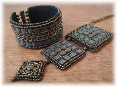 """""""Ancient castle, mossy stones"""" -  bead-embroidered bracelet & pendant set with Tila beads by Marinkins on biser.info."""