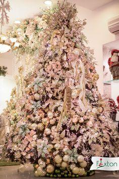 Decoración árbol navideño - Tendencia moderna. Tendencias navideñas 2018. Christmas Mantels, Christmas Wreaths, Christmas Decorations, Christmas Tree, Holiday Decor, All Things Christmas, Garland, Centerpieces, Floral Wreath