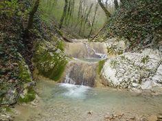 По реке Цыпке - водопады, пещера, скалы