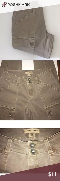"""Banana Republic Women's Cargo Pants Jeans Stretch Excellent condition these look new! Banana Republic Women's Cargo Pants Jeans Stretch  Size Petite 4P Made In Sri Lanka Machine Wash 98% Cotton, 2% Lycra Spandex Style 815885 Zip front, double button waistband, belt loops, front slant pockets, back slit pockets with hidden button flaps, side cargo pockets Waist measures 14"""" Please remember that colors can vary from screen to screen(which means the actual item may be lighter or darker than it…"""