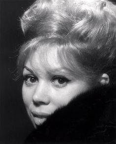 Mirella Freni, one of the most beautiful lyric soprano voices ever. Her Mimi is unsurpassable!!