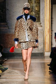 Simonetta Ravizza Fall 2018 Ready-to-Wear Fashion Show Collection: See the complete Simonetta Ravizza Fall 2018 Ready-to-Wear collection. Look 1 Fashion Week, Look Fashion, Winter Fashion, Fashion Design, Wild Fashion, Womens Clothing Stores, Clothes For Women, Wild Style, Dior
