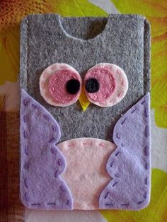I think,I,will be making one of these,for my tablet and maybe my cell phone too! Quick, easy and way too cute.