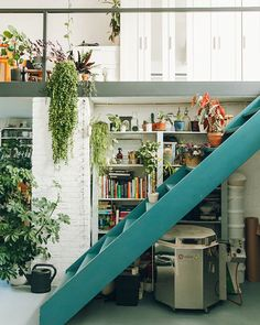 Easy Tips To Decorate Ordinary Attic Becomes Green And Modern Exterior Design, Interior And Exterior, Modern Interior, Interior Design Living Room, Interior Decorating, Casa Loft, Welcome To My House, House Goals, Small Apartments