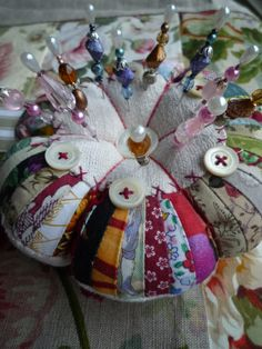 Love the use of all those thin strips to make this pincushion  and a lovely way to remember projects by using a strip of each.