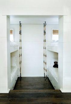 Escada de cordas permite acesso ao beliche