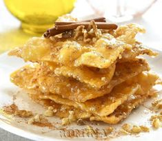 Traditional Greek dessert: theeples or diples are sweet fried bow knots with honey sauce. Greek Desserts, Greek Recipes, Honey Sauce, Snack Recipes, Cooking Recipes, Greek Cooking, Holiday Baking, Apple Pie, Macaroni And Cheese