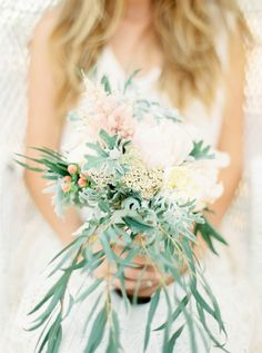Freeform bouquet | Photography: Ana Lui Photography - analuiphotography.com