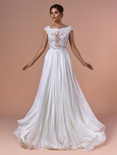 Brautkleid mit Spitzenapplikationen auf dem Oberteil, tiefem Rückenausschnitt und fließendem Rock. Prom Dresses, Formal Dresses, Couture, Rock, Fashion, Tops, Bridle Dress, Dresses For Formal, Moda