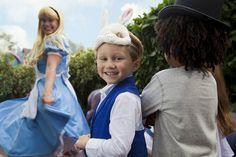 Disneyland Park, Fantasyland - Alice & Young Guests At Alice's Curious Labyrinth, Disneyland Paris