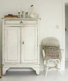 White cupboard - check out the swan! not too shabby интерьер Painted Cupboards, White Cupboards, White Cabinet, Interior Blogs, Interior Design, Vintage Furniture, Painted Furniture, White Cottage, Shabby Vintage