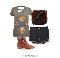 Camiseta estampada + Short com corrente + Bolsa de pele sintético + Bota marrom #moda #look #outfit #lojaonline #ootd #shop #lnl #looknowlook