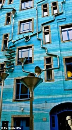 Funnel Wall is one of the strangest and most enjoyable attractions in Dresden's student district in the new town