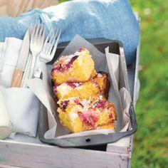 Rhubarb & custard traybake