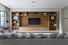 Living Room Built Ins, Living Room Bookcase, Living Room Wall Units, Living Room Tv Unit Designs, Living Room Decor, 20x40 House Plans, Modern Tv Wall Units, Muebles Living, Home Theater Rooms