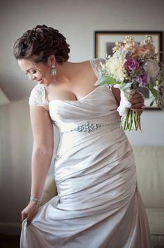 beautiful wedding dress (plus size)