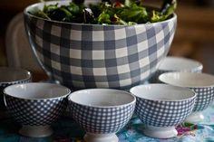 Heerlijke salade in een super servies gepresenteerd! At home with marieke servies is bij ons in roze, rood, blauw en grijs te verkrijgen. http://www.blauwlifestyle.nl/nl/lifestyle.html?merken=137